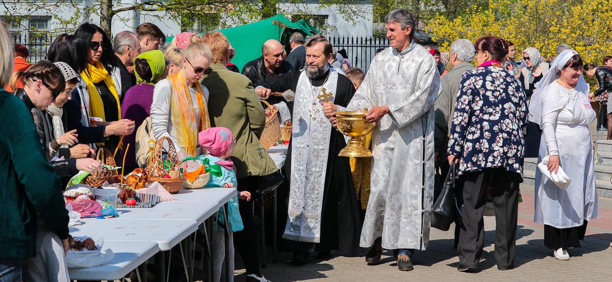 Великая суббота в Барановичах. Освящение куличей и яиц в храмах города (фоторепортаж)