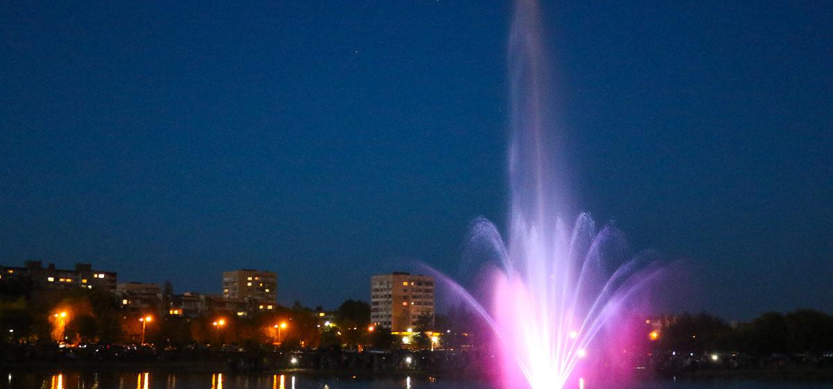 Плавающий фонтан открыли в Барановичах. Фото, видео