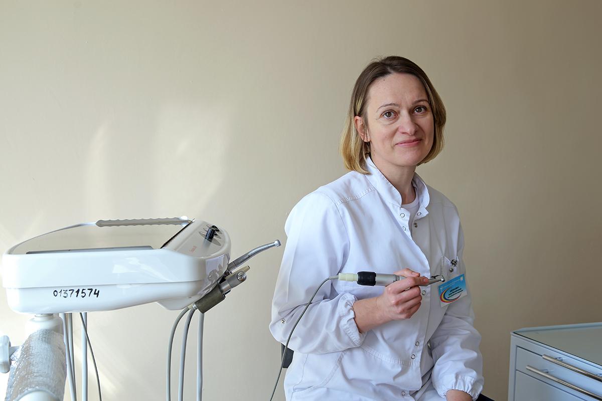 Врач – стоматолог-терапевт Барановичской стоматологической поликлиники Анна Кирикович. Фото: Евгений ТИХАНОВИЧ