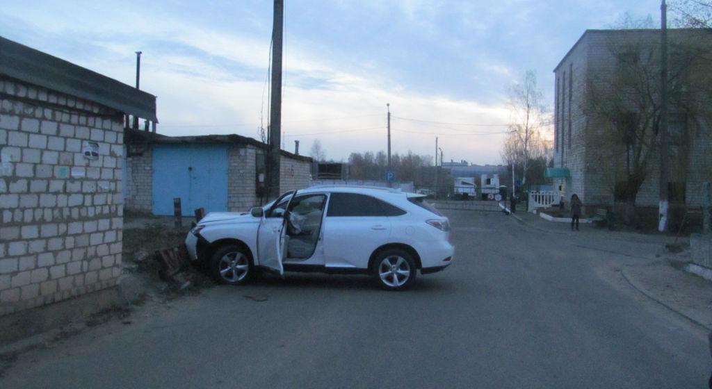 В Осиповичах пьяные работники автомойки украли Lexus клиента и попали в ДТП
