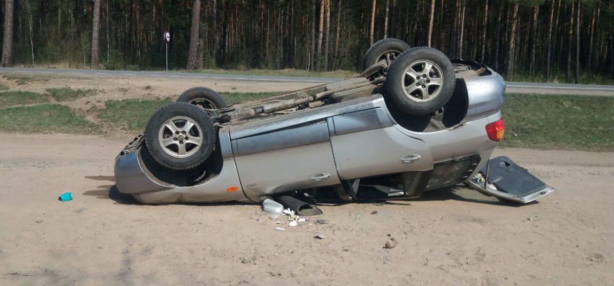 Под Полоцком машина вылетела в кювет и перевернулась, есть пострадавшие