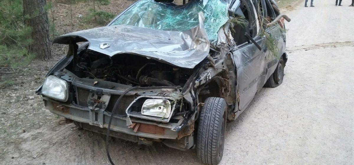 На Витебщине перевернулась легковушка: троих выбросило из авто, еще одного доставали спасатели