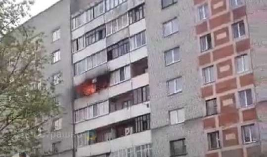 В Барановичах горела квартира на Парковой (видеофакт)