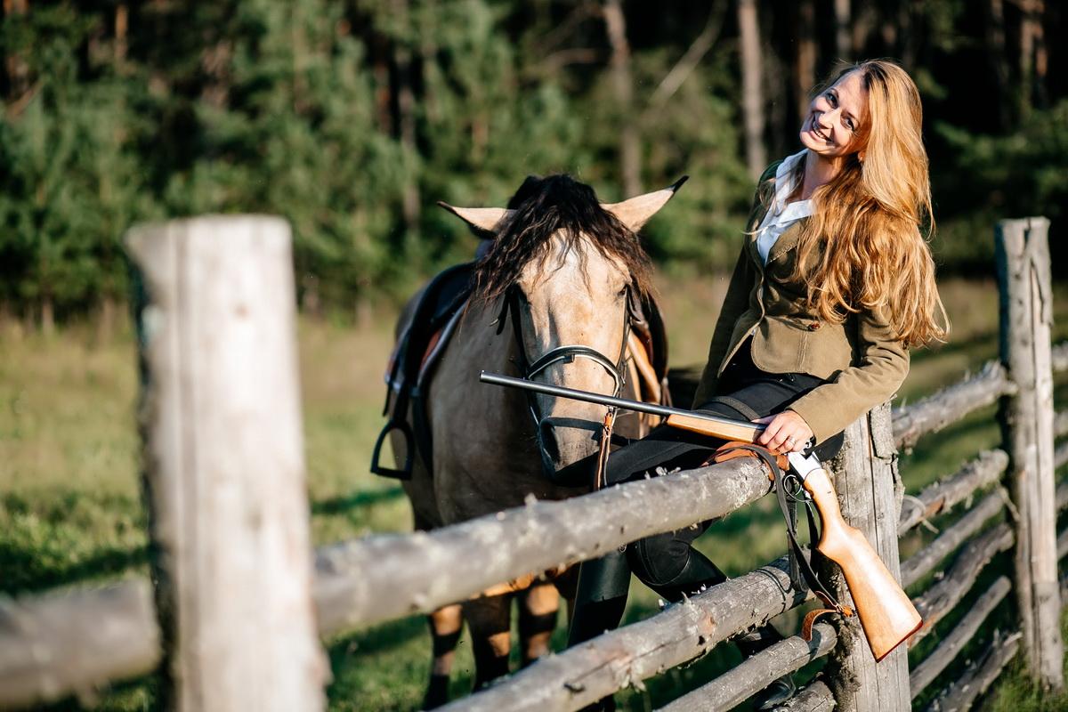 Увлечение Ирины Прусевич лошадьми положило начало ее бизнесу – интернет-магазину по продаже товаров для занятий конным спортом. Фото: Анна МЕДУШЕВСКАЯ