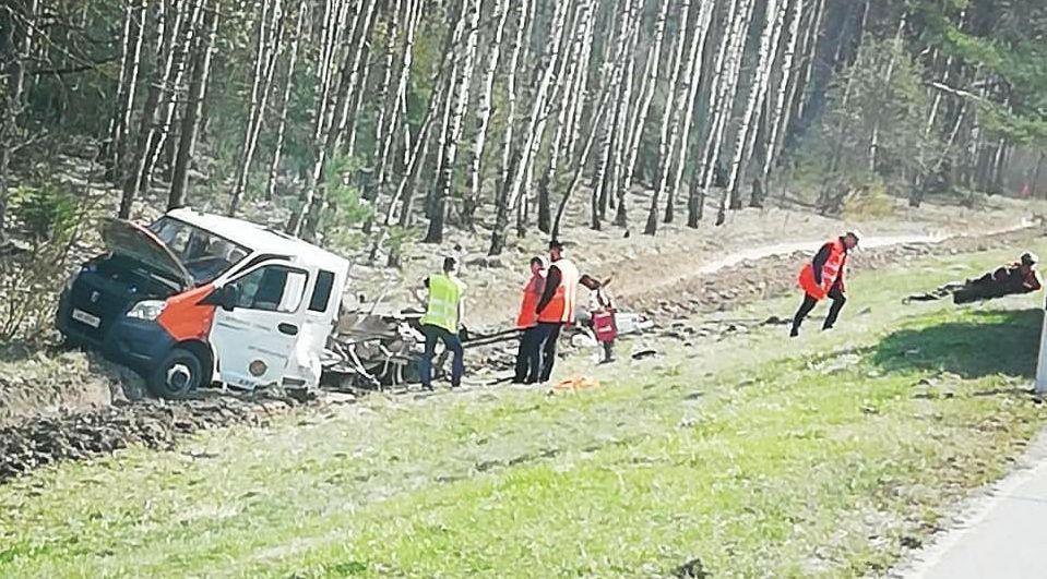 Под Барановичами фура врезалась в автомобиль дорожной службы