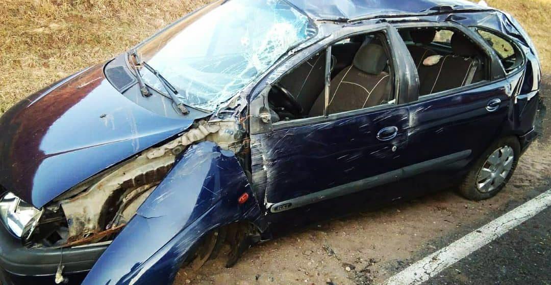 Из-за лопнувшего колеса в Барановичском районе несколько раз перевернулась легковушка, есть пострадавшие