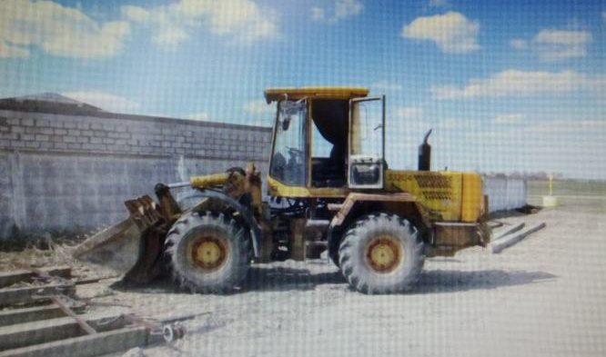 На Гомельщине лицеист угнал трактор и снес шлагбаум. Говорит, хотел помочь людям выкопать яму