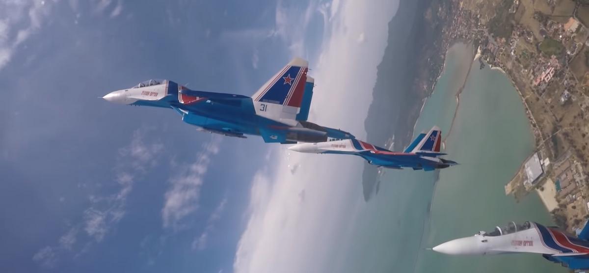 Как выглядит «мертвая петля» из кабины истребителя Су-30СМ (видеофакт)