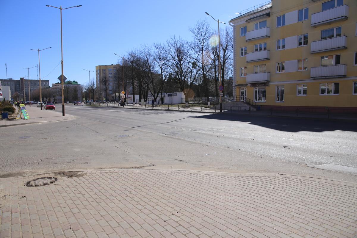 Перекресток улиц Ленина и Холостякова, где произошло ДТП. Фото: Татьяна МАЛЕЖ