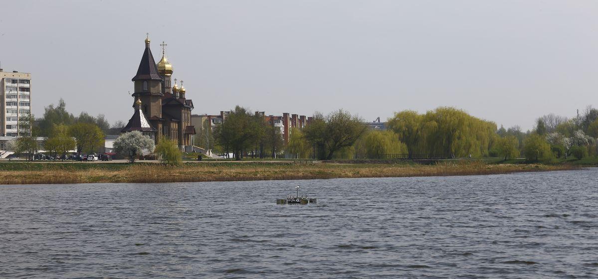 Плавающий фонтан на Светиловском озере. Фото: Татьяна МАЛЕЖ