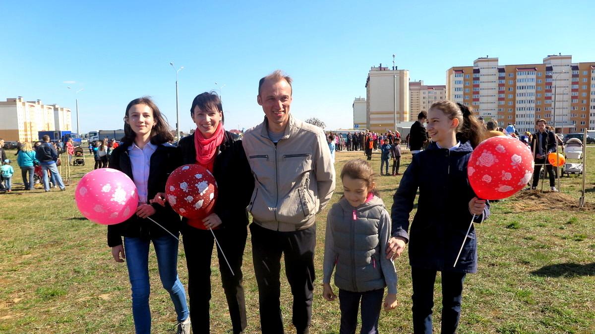 Супруги Елена и Андрей Булавины с детьми. Фото: Елена ЗЕЛЕНКО