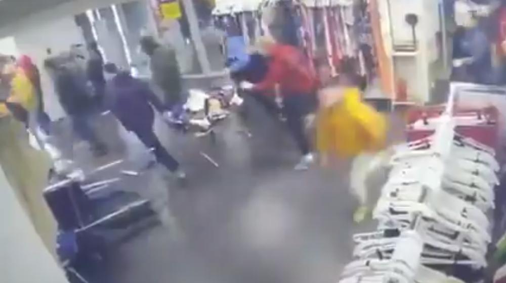 В Минске посетители «брали штурмом» новый секонд-хенд (видеофакт)