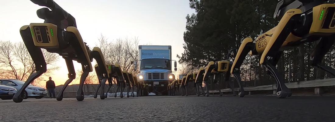 В США создали роботов, которые способны буксировать грузовик (видео)
