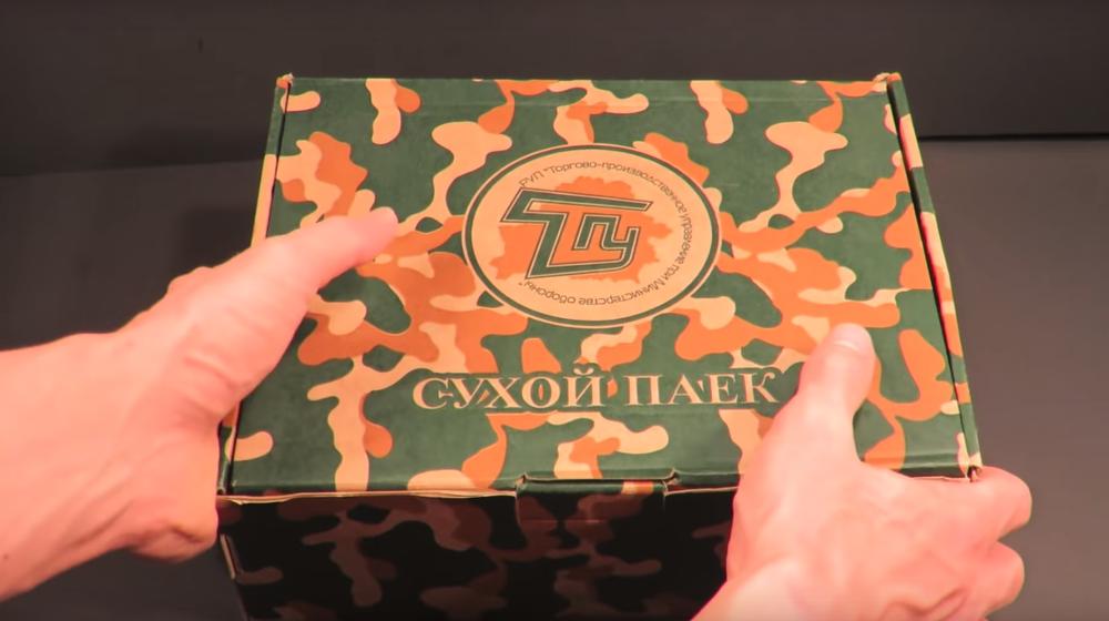 Американский видеоблогер продегустировал сухпаек белорусского солдата и собрал более миллиона просмотров