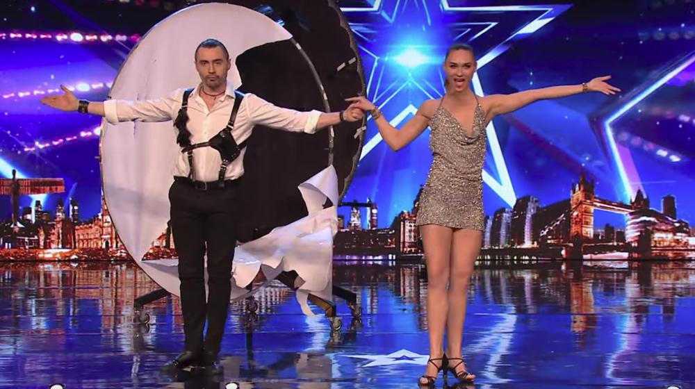 Белорусы покорили жюри британского шоу своими навыками в метании ножей