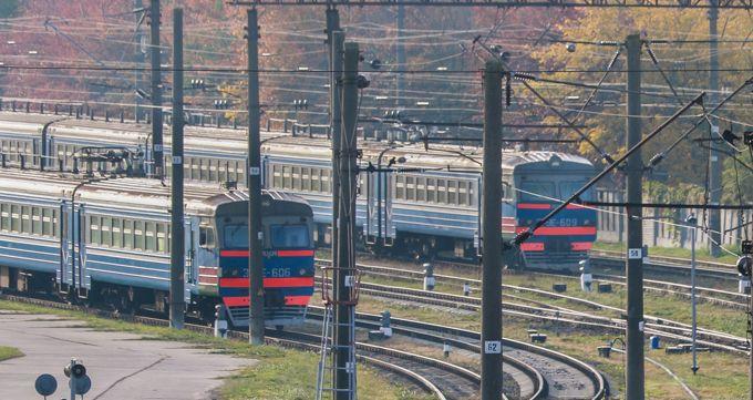 За сутки двое мужчин попали под поезд