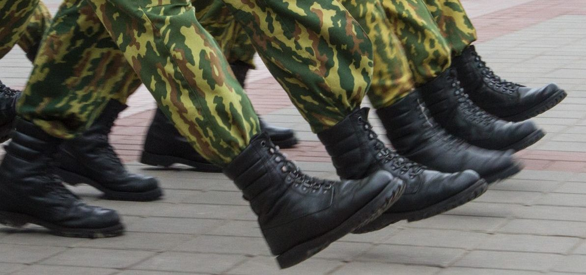 Возбуждено уголовное дело по факту падения с высоты солдата-срочника в Минске