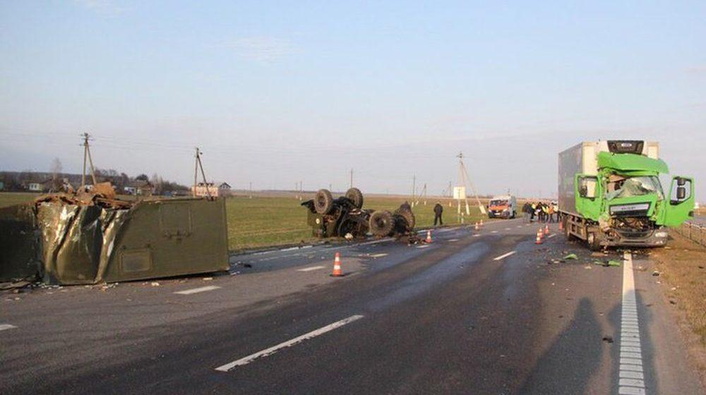В Белыничском районе фура врезалась в грузовик, перевозивший людей в кузове (фото)