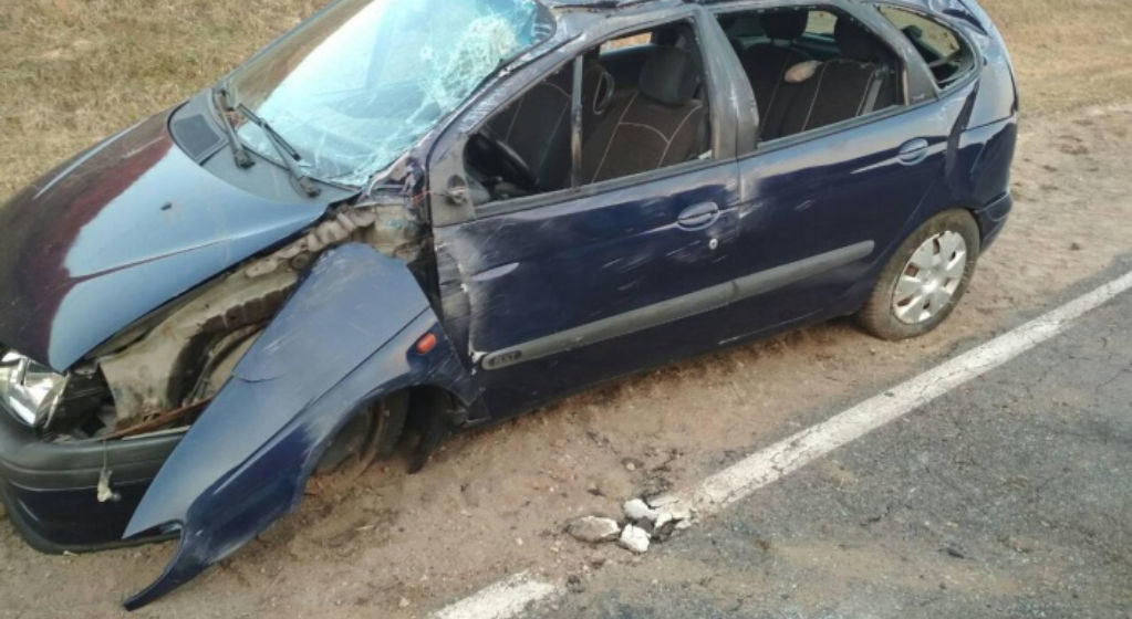 «Рено» перевернулся в Барановичском районе, пострадала женщина-водитель