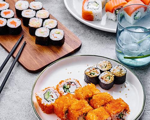 Заказываем суши-сет с доставкой на дом. Популярная еда азии на вашем столе