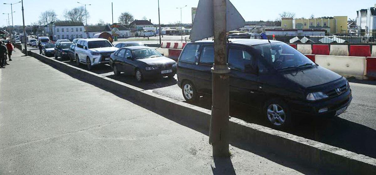 Пять автомобилей столкнулись на путепроводе в Барановичах