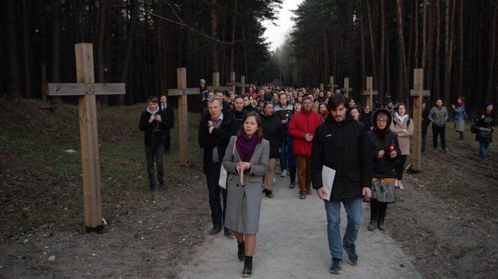 В Куропатах около 200 человек прошли крестным ходом и помолились о жертвах массовых расстрелов