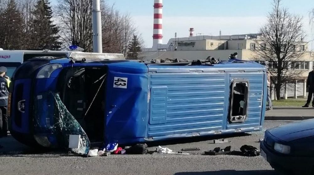 Грузовик столкнулся с маршруткой в Могилеве, есть пострадавшие (фото)
