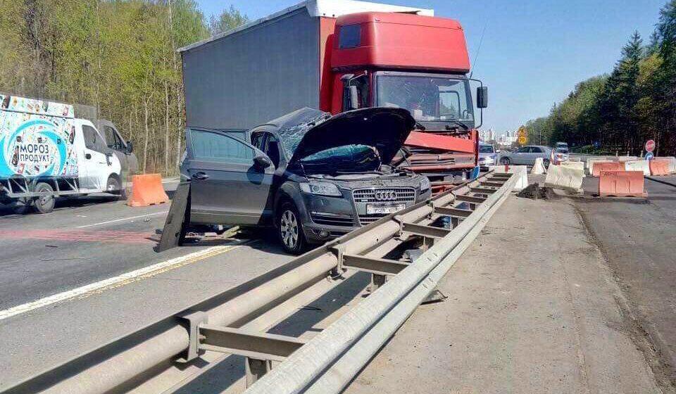 Под Минском столкнулись Audi и фура. Погиб водитель легкового автомобиля