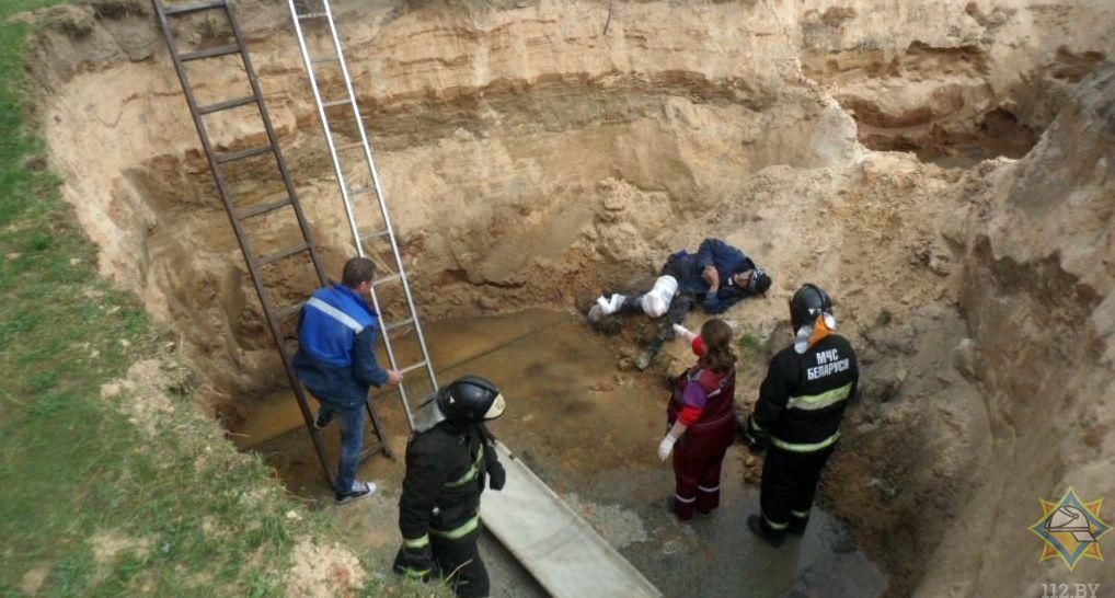Под Жлобином мужчина упал в четырехметровую яму и просидел в ней всю ночь
