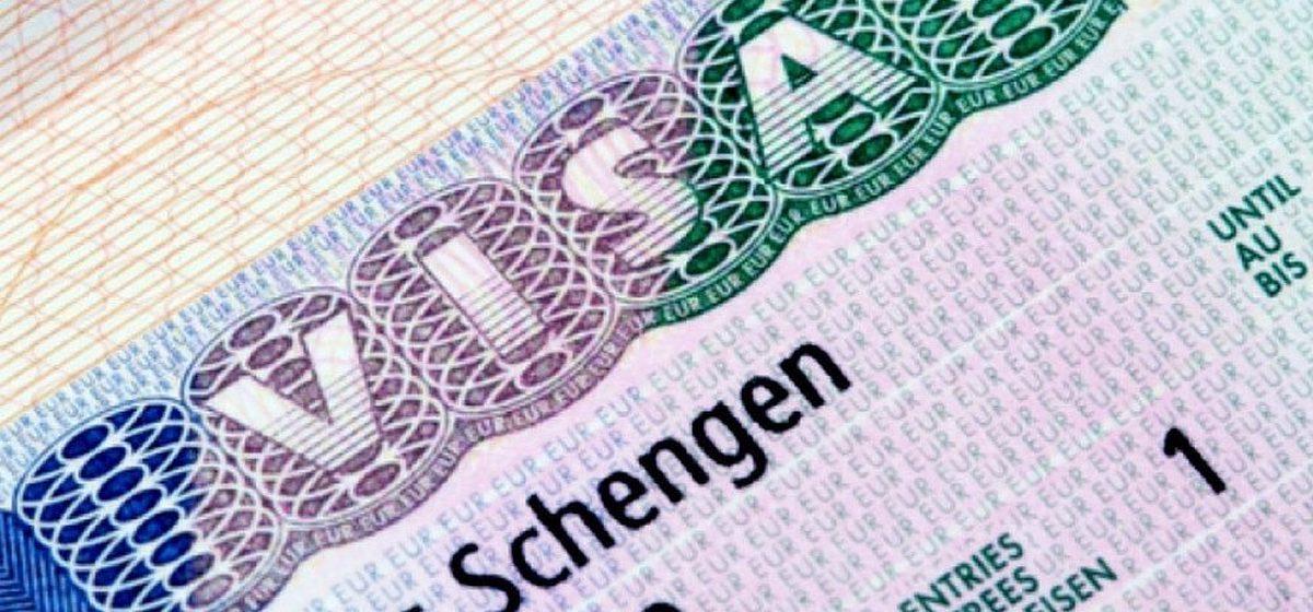 «Шенген» для детей и подростков станет бесплатным? Европарламент одобрил новые правила выдачи виз