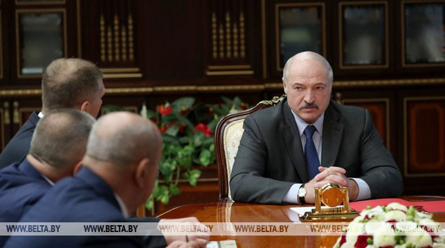 Александр Лукашенко во время принятия кадровых решений. Фото: belta.by