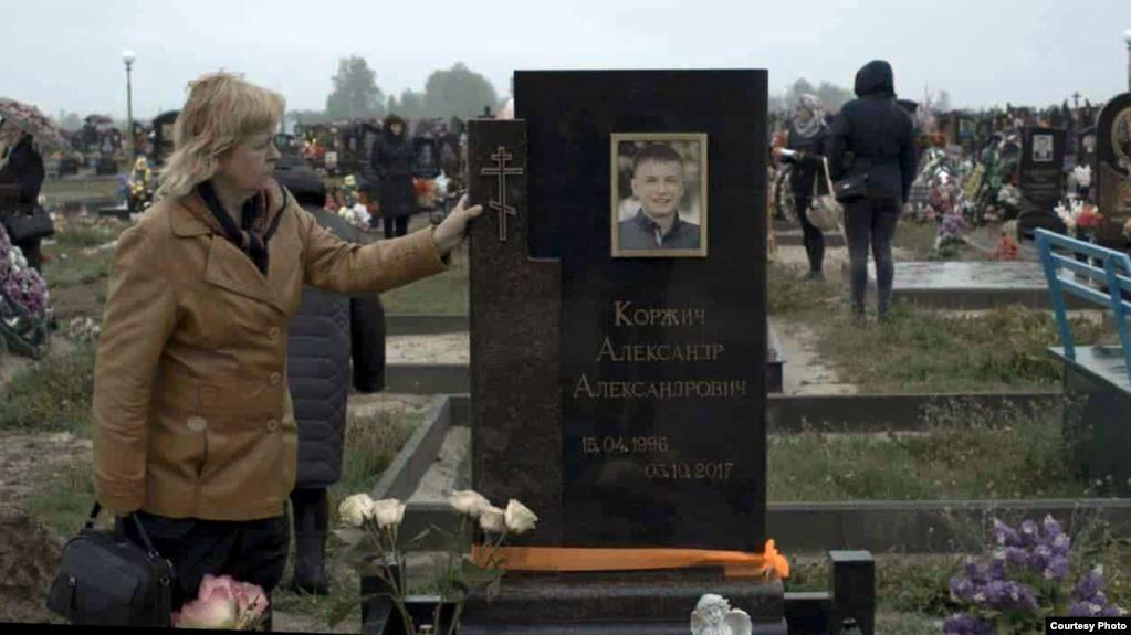Памятник на могиле Александра Коржича. Фото: Сергей КОНОПЛЯНИК, Радыё Свабода