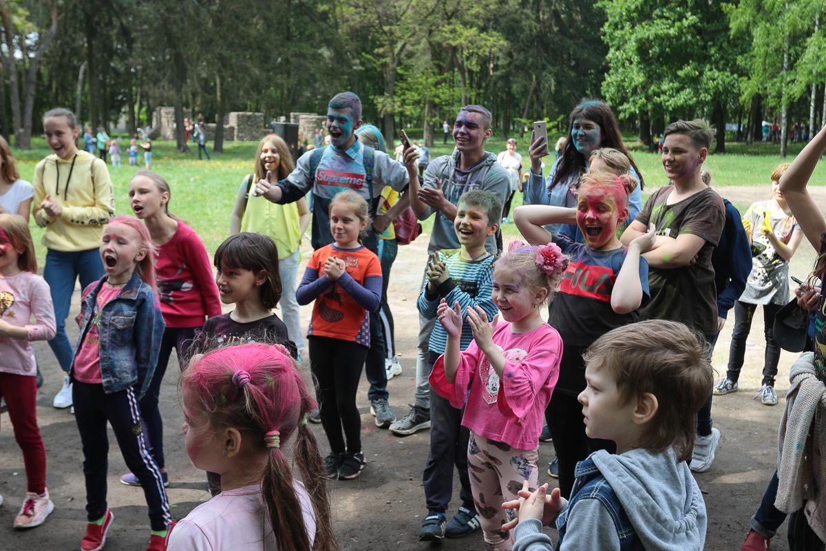 Фестиваль красок холи в старом парке. Фото: Александр ЧЕРНЫЙ