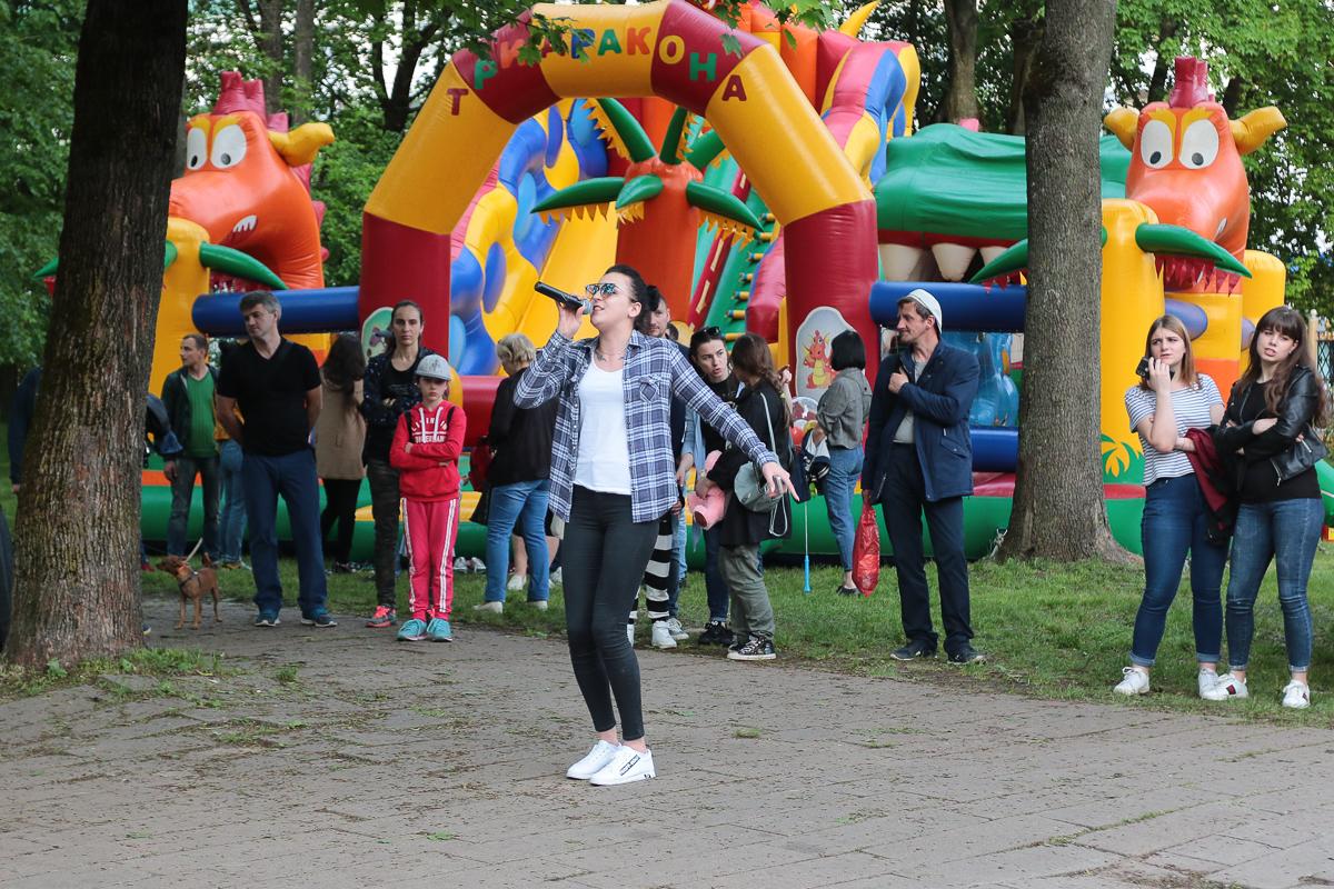 Караоке-конкурс в молодом парке. Фото: Александр ЧЕРНЫЙ
