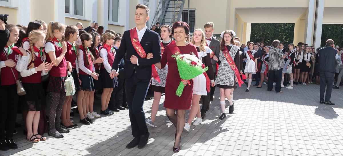 Последний звонок в гимназии №4 города Барановичи. Фото: Александр ЧЕРНЫЙ