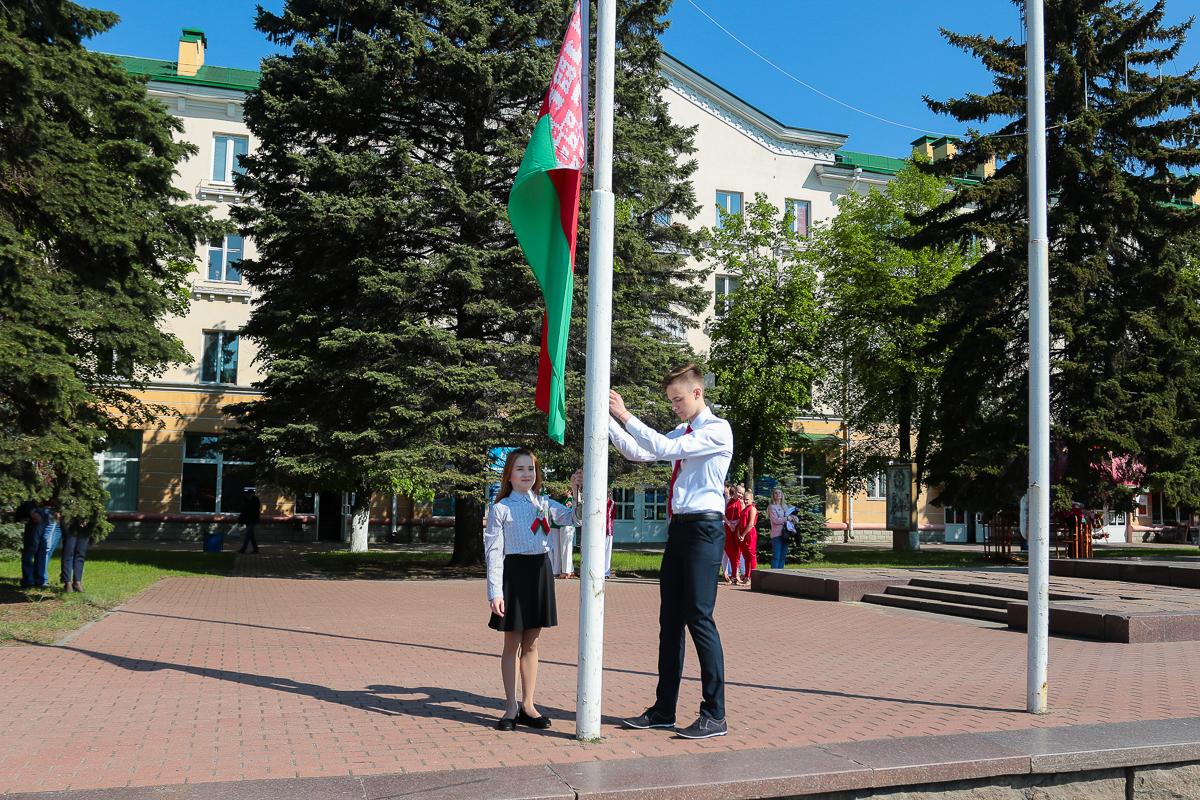 Церемония поднятия Государственного флага. Фото: Александр ЧЕРНЫЙ