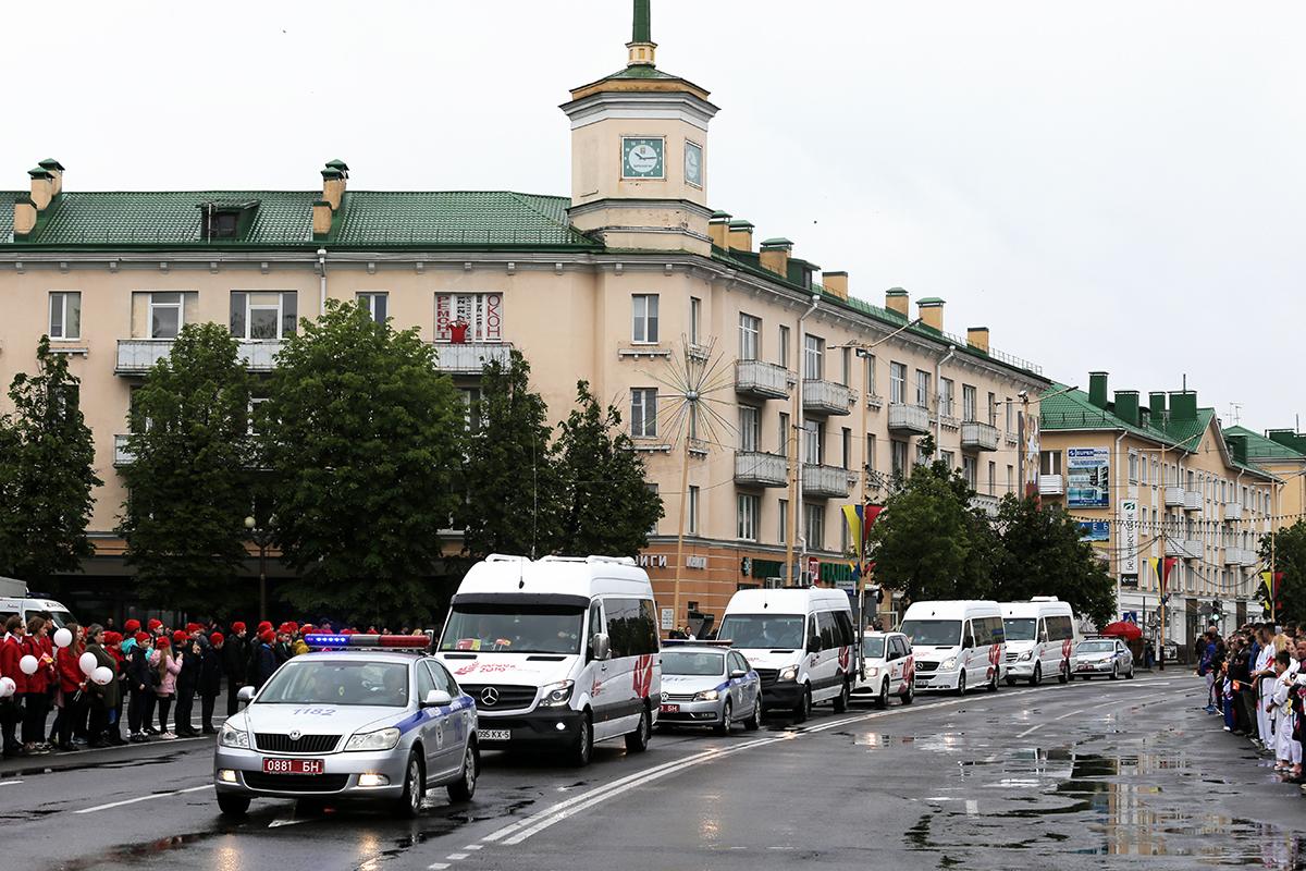 В Барановичи привезли «Пламя мира» II Европейских игр. Фото: Евгений ТИХАНОВИЧ