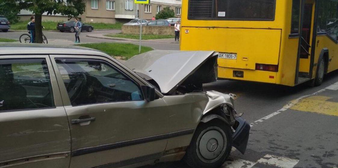 В Минске пьяный водитель протаранил три авто, при попытке скрыться разбил еще одно и автобус. Его задержали очевидцы (видео)