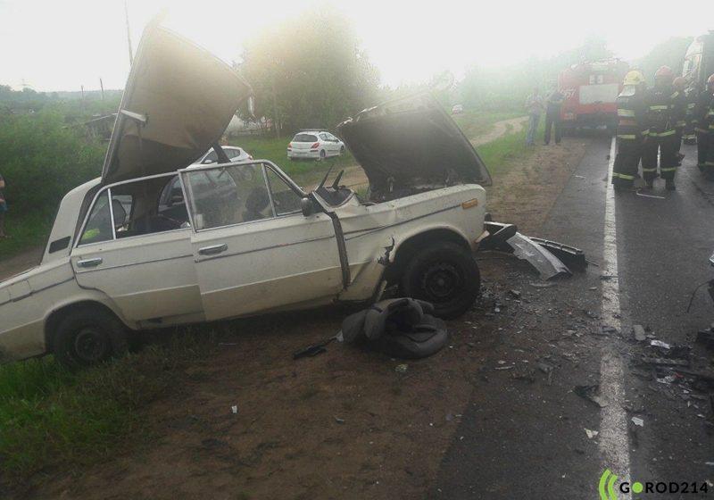 Под Новополоцком лоб в лоб столкнулись «Жигули» и Citroen. Один из водителей погиб