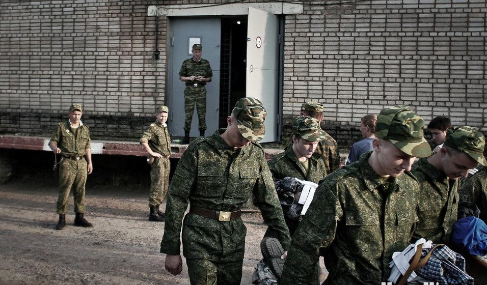 «Майор говорил: животные, вы у меня подохнете здесь». Как в минской военной части солдата-баптиста довели до попытки суицида