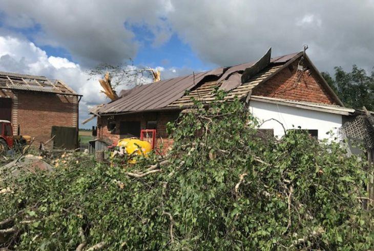 Мощный смерч разрушил более ста домов в Польше (видеофакт)