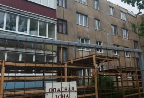 «Залило все квартиры с четвертого по первый этажи». Чудеса капремонта в ляховичской многоэтажке. Фото, видео