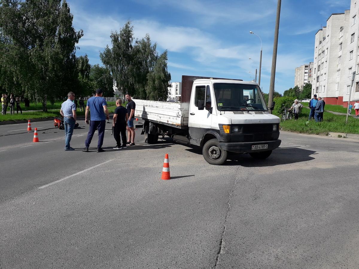 ДТП на улице Парковой. Фото: Татьяна МАЛЕЖ