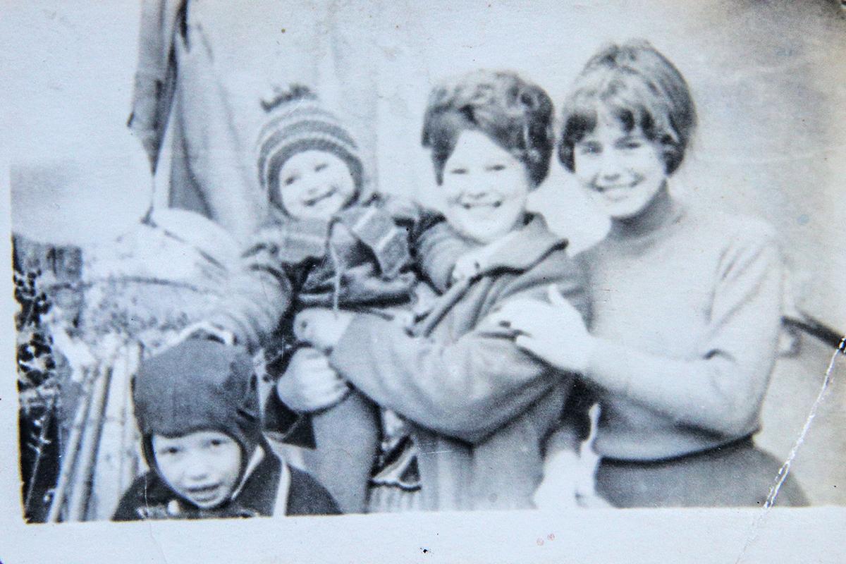 Тамара Сильманович (первая справа) на параде 1 Мая 1970 года. Фото: личный архив Тамары СИЛЬМАНОВИЧ