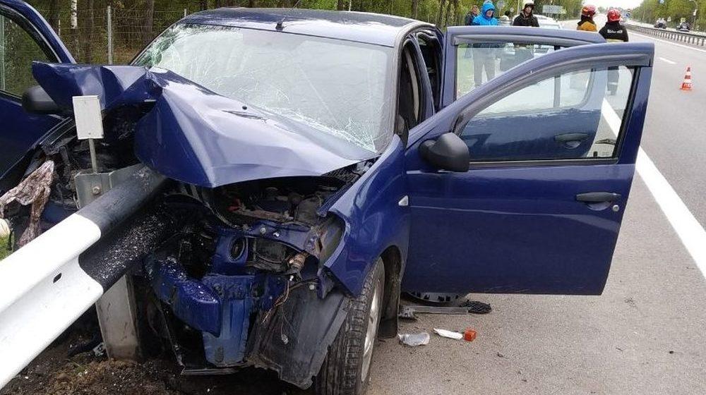 Автомобиль Dacia налетел на отбойник в Пуховичском районе, погибла невестка водителя