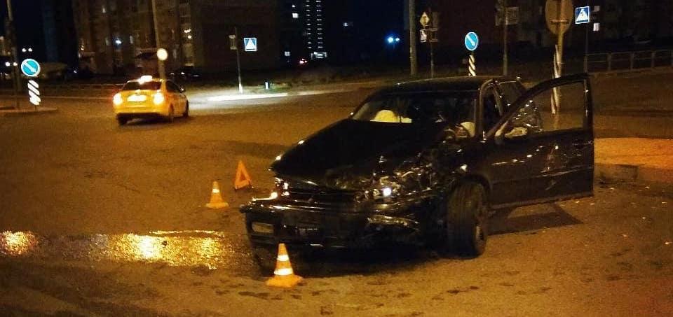 На перекрестке в Барановичах столкнулись две легковушки, есть пострадавшие