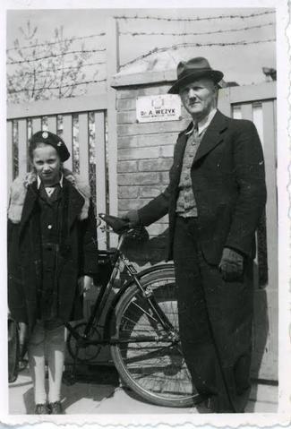 Анджей Венжик с дочерью. Фото: архив Софии МАХОВСКОЙ (Польша)