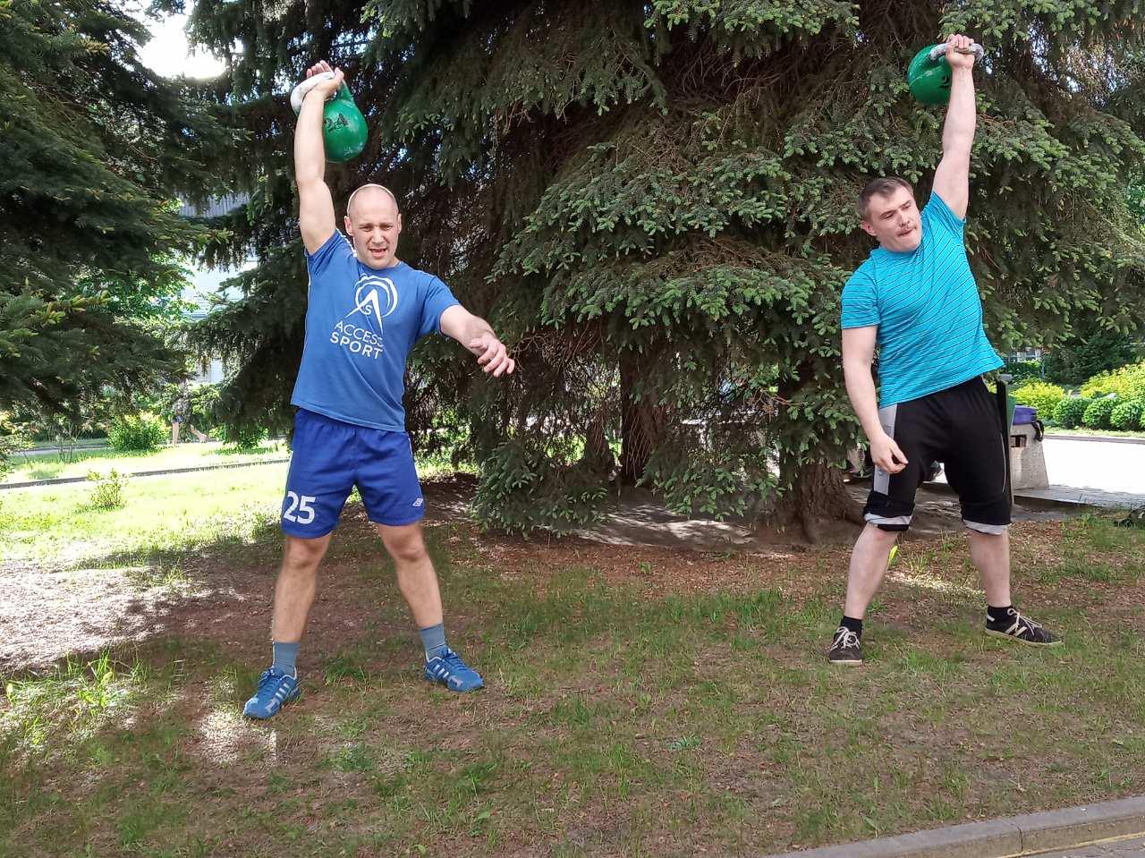Дмитрий Неделько (слева).