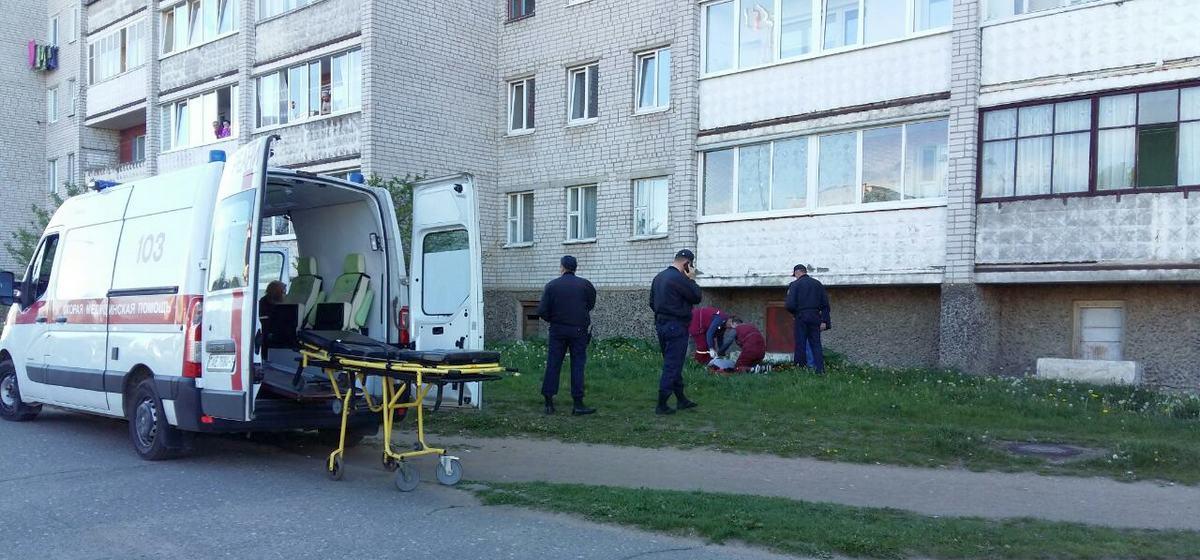 Женщина выпала из окна четвертого этажа в Барановичах