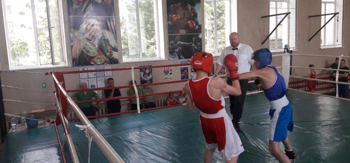 Барановичские школьники выиграли Спартакиаду области по боксу
